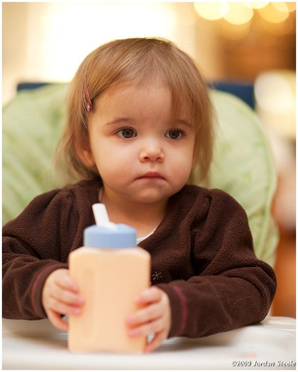 IMAGE: http://www.jordansteele.com/forumlinks/chloe_milk_juice.jpg
