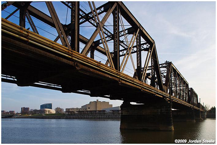 IMAGE: http://www.jordansteele.com/forumlinks/railroad_bridge.jpg